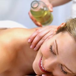 Symptoms of Neck Sprain and How Getting A Good Massage Effectively Help?